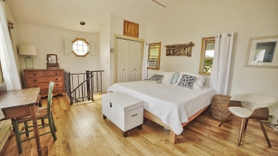 Bedroom Backhouse