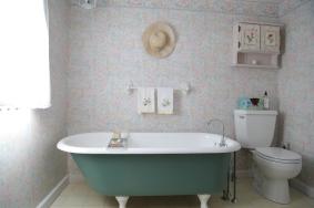 En Suite Masterbath - Main House